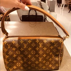 Vintage Authentic Louis Vuitton shoulder bag
